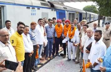 95 की स्पीड से जयपुर से सीकर पहुंची 'सपनों की ट्रेन', पहले दिन इतने यात्रियों ने किया सफर
