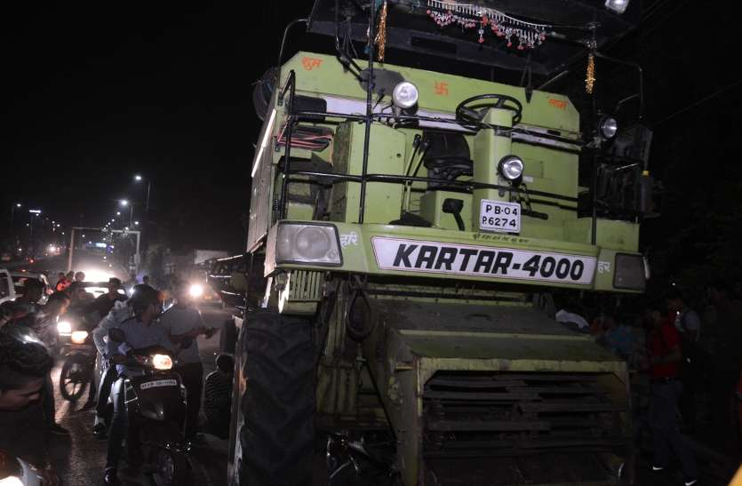 Harvester crushed ten vehicles in bhopal