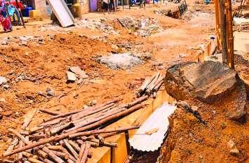 दिवाली पर दर्द दे रही बेंगलूरु की टूटी सड़कें