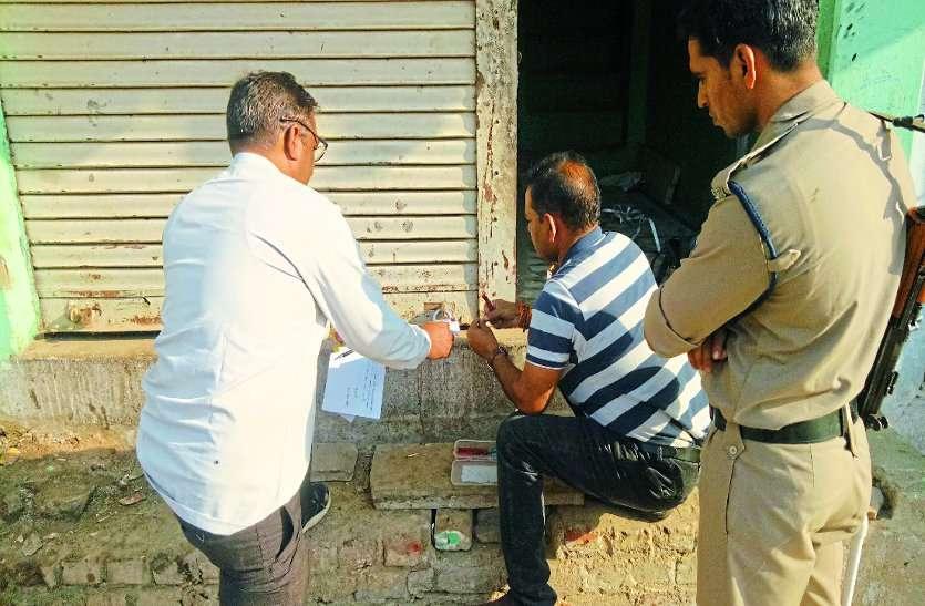 गोदाम के बाहर लगा था समाचार कार्यालय का बोर्ड, ताला तोड़ते ही पुलिस अधिकारियों के उड़े होश
