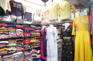 पहनावे में पारम्परिक के साथ फैशन का तड़का