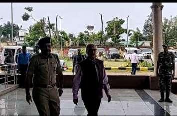 जगदलपुर पहुंचे केंद्रीय गृह सचिव अजय कुमार भल्ला, नक्सली मामले में होनी है अधिकारियों की बैठक