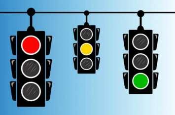 ऐसे चुने गए ट्रैफिक सिग्नल की लाइट के रंग, येलो कलर रखने की वजह है सबसे रोचक