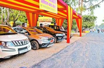 लेकसिटी की सडक़ों पर अवैध पार्किंग, जिम्मेदार मौन