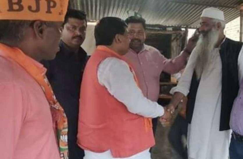 ओवैसी की पार्टी के इस नेता से जब भाजपा सांसद ने हाथ मिलाया था तभी लग रहा था कुछ बड़ा होने वाला है