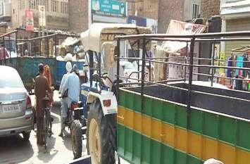 श्रीकरणपुर में बेतरतीब वाहन बन रहे परेशानी, नहीं सुधरी ट्रेफिक व्यवस्था