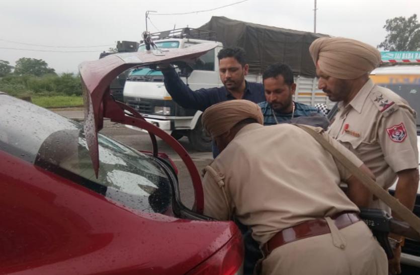 बंदूक की नोक पर पुलिस की गाड़ी चोरी, कहीं आतंकी तो नहीं बदमाश,पंजाब में हाई अलर्ट