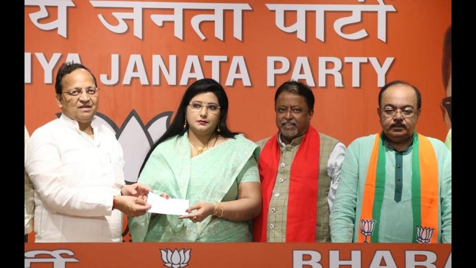 भाजपा की इस खूबसूरत नेता ने की किस तृणमूल कांग्रेस के नेता से मुलाकात जानिए