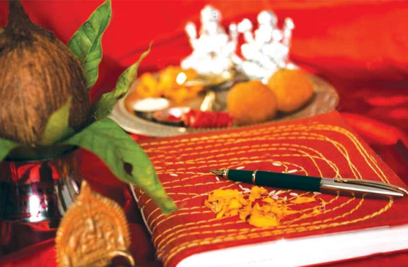 दिवाली 2019 : बही खाते की पूजा में 10 रुपए की इन चीजों का करें इस्तेमाल, होगी तरक्की