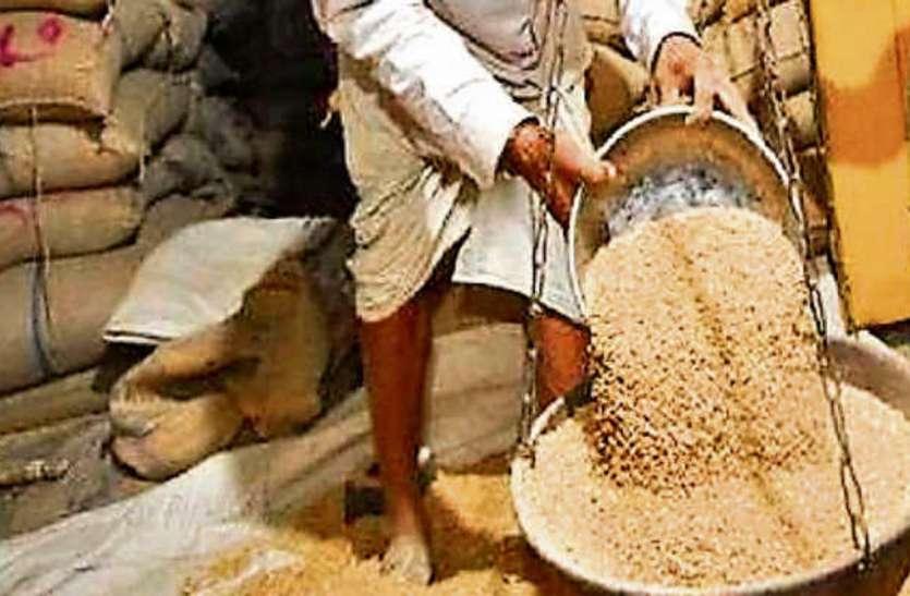 राशन दुकानों में चावल के गोलमाल की शिकायत के बाद दो खाद्य निरीक्षक निलंबित, पार्षद पर नहीं हुई कार्रवाई