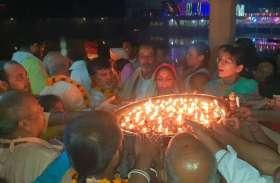 गोवर्धन में दीपावली की रात दीपदान के लिए उमड़ा भक्तों का सैलाब, चौथी  तस्वीर जरूर देखिए