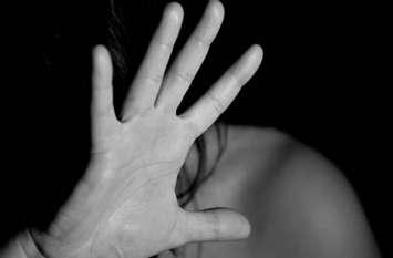 घर घुसकर मितानिन से अनाचार, महिला ने जब पति को बताई ये बात, तो युवक ने धमकी देते हुए ये कहा...
