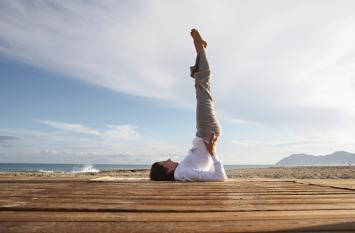 Yoga Pranayama: त्वचा में नेचुरल निखार पाने के लिए करें ये योगासन
