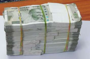 खेत में पांच लाख रुपए के नोटों का बंडल देखकर चकरा गया युवक का माथा, फिर हुआ ये सब...