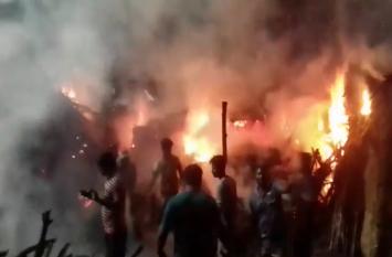 Video: तीर्थनगरी के ब्रजघाट स्थित लकड़ी के गोदाम में लगी भयंकर आग, दिखा ऐसा नजारा