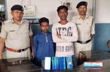 राहगिरों का रास्ता रोक कर मोबाइल लूटपाट करने वाले तीन आरोपी को पुलिस ने किया गिरफ्तार