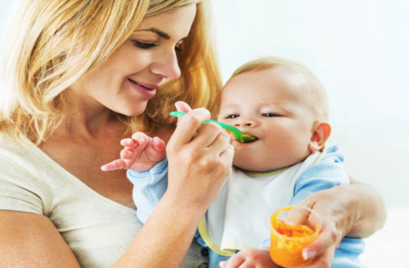 Baby care Tips: 6 माह तक बच्चे काे पिलाएं मां का दूध, फिर दें ये आहार