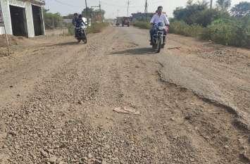 Negligence of administration: सिंधिया, सिसौदिया और इमरती ने किया सड़क का भूमिपूजन, फिर भी नहीं बन पाई सड़क