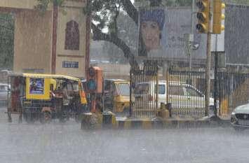 Rain : तेज गर्जना के साथ बरसात हुई