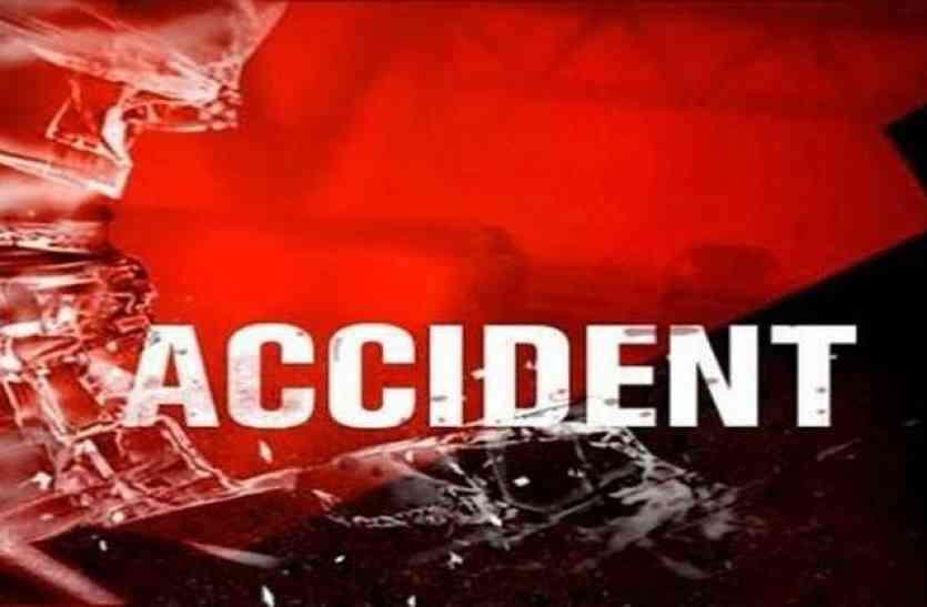 Accident : बाइक दुर्घटना में एक युवक की मौत, दो घायल