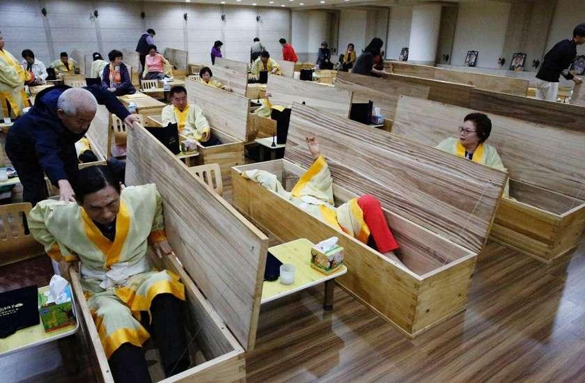 korea_living_funeral.jpg