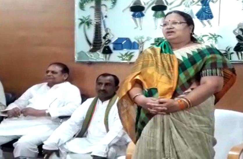 धान खरीदी पर गृहमंत्री ने दिया बड़ा बयान, इधर प्रभारी महिला मंत्री के सामने कांग्रेसियों ने जमकर निकाली भड़ास, Video