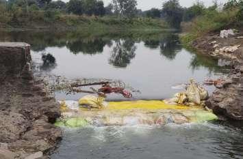 3 दिन बाद कार्तिक पूर्णिमा स्नान, तोड़े एनीकट से व्यर्थ बह रहा अथाह पानी