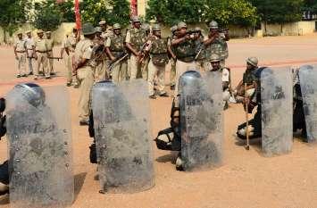 जयपुर ,पुलिस जवानो ने रिजर्व पुलिस लाइन में दंगाइयों से निपटने के लिए अभ्यास किया
