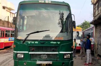 जनरथ बस का टायर फटने से संविदा कर्मचारी की मौत, एक गंभीर