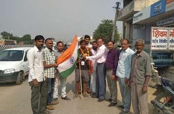 jaipur rural : पर्यावरण व स्वास्थ्य चेतना का संदेश देने तिरंगा यात्रा पर निकला युवा इंजिनियर