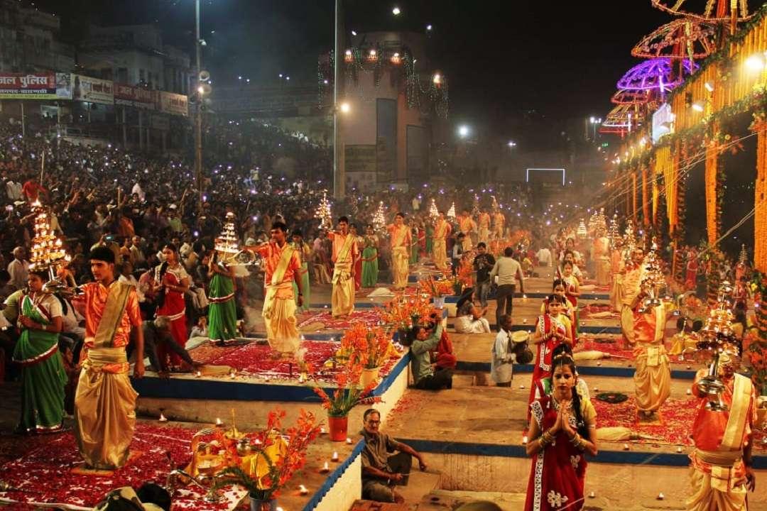 देव दीपावली पर होने वाली महा आरती का दृश्य (फाइल फोटो)
