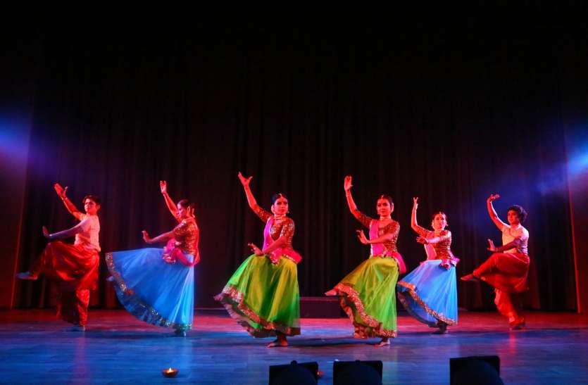 देवधानी नृत्य शैली में पेश किया मां दुर्गा का रौद्र रूप