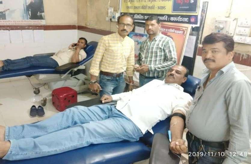 हिंदूमहिला के लिए मुस्लिम युवकों ने दिया रक्त