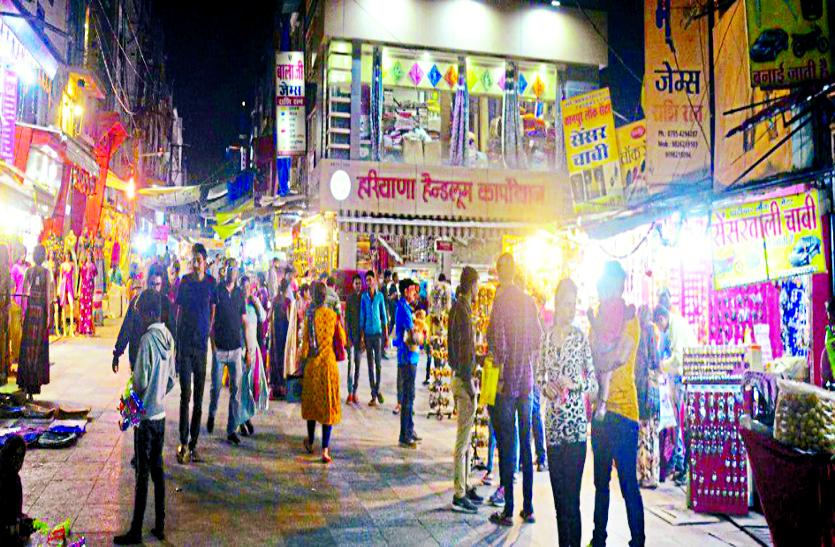 संयम-सौहार्द से चल पड़ी जिंदगी, पुख्ता सुरक्षा के बीच खुले शहर के बाजार, लोगों ने की खरीदारी