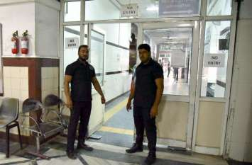 अब एसएमएस अस्पताल में बाउंसरों के पहरे में होगा इलाज, 16 बाउंसर किए तैनात, डॉक्टरों को देंगे सुरक्षा