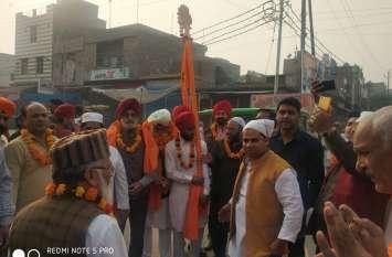 Guru Nanak Jayanti 2019: मुस्लिमों ने प्रभात फेरी का किया जोरदार स्वागत, लोगों को खिलाया हलवा
