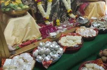 भगवान श्री लक्ष्मीनारायण  मंदिर में लगा छप्पन भोग