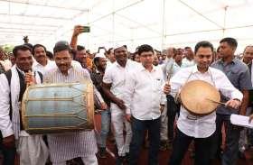Cultural Program : तस्वीरों में देखें भारिया महोत्सव की रंगारंग शुरुआत, सांसद भी खुद को नहीं रोक सके