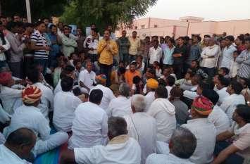 पांचला सिद्धा में किसान की मौत मामले में ब्राह्मण समाज का धरना जारी