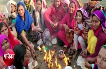 कार्तिक पूर्णिमा पर गंगा किनारे दिखा ऐसा नजारा, सैंकड़ों की संख्या में पहुंचे श्रद्धालु- देखें वीडियो
