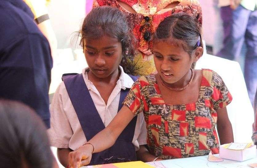 IIM-Indore के स्टूडेंट्स ने ग्रामीणों को सिखाए मार्केटिंग के फंडे