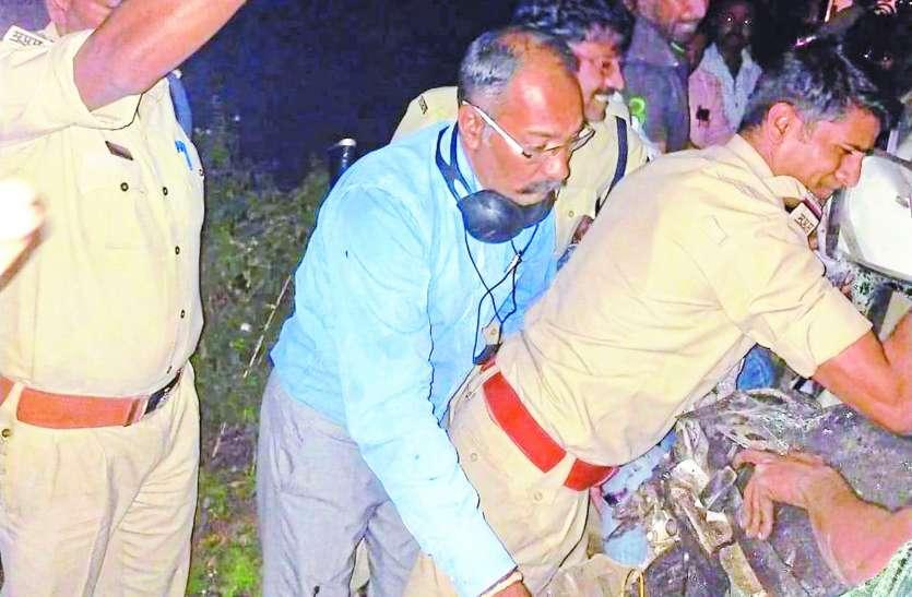 हुसैन टेकरी चौराहे पर बस से टकराई कार, दो गंभीर घायल