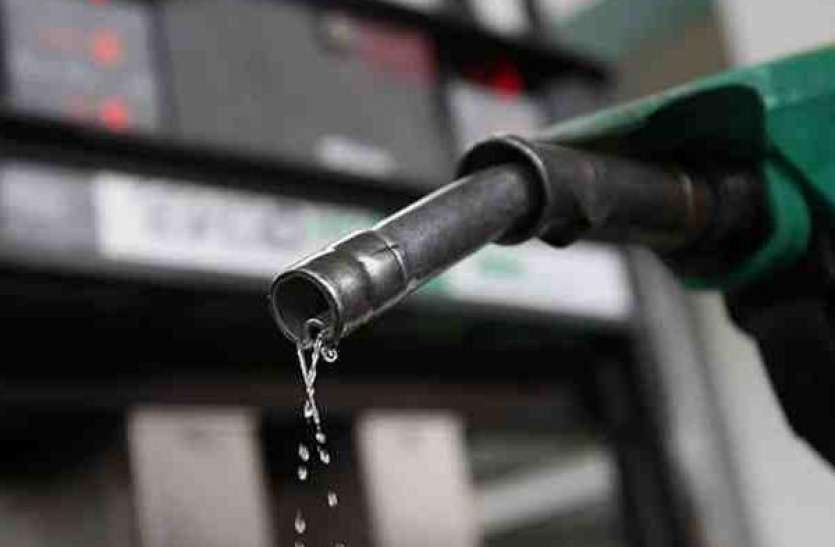 पेट्रोल हुआ 15 पैसे प्रति लीटर महंगा, डीजल लगातार दूसरे दिन स्थिर