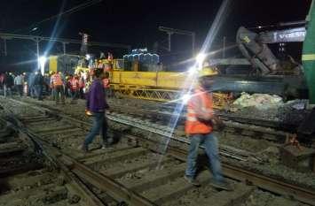 रेलवे ट्रैक पर अभी भी पड़ा है 200 टन का हैवी क्रेन, अब उठाने आया 400 टन का क्रेन