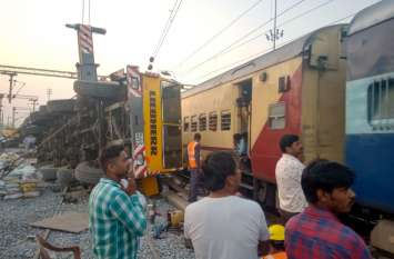 नहीं उठा पाए क्रेन को, रेल कर्मियों ने काटना किया शुरू, जांच के लिए बनाई 4 सदस्यीय टीम