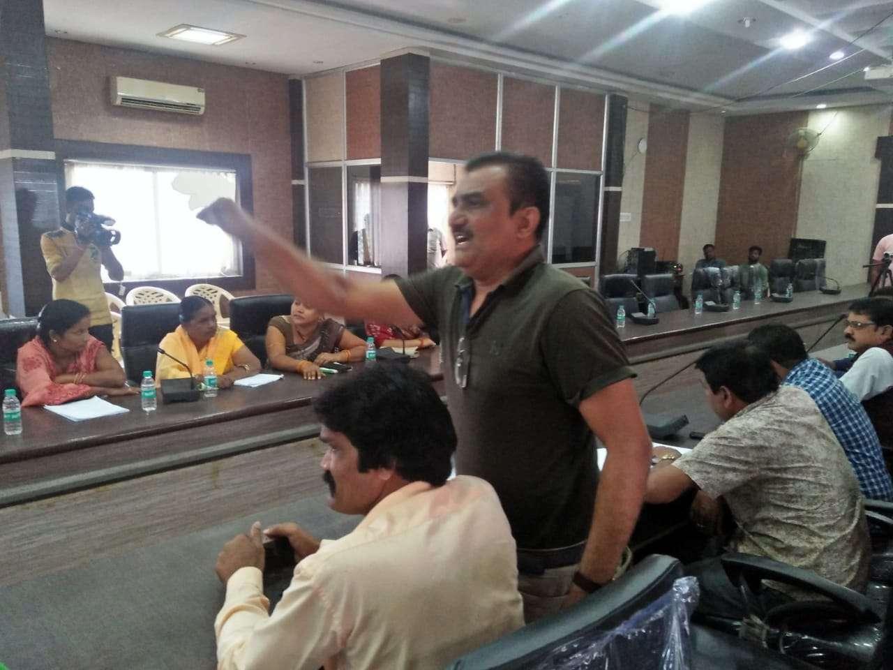 भाजपा पार्षद ने लगाया सभापति पर आरोप, कहा- कमाई करने के लिए हो रही है सामान्य सभा की बैठक
