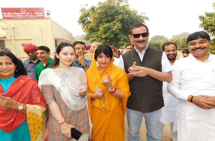 निकाय चुनाव : पूर्व केन्द्रीय मंत्री जितेन्द्र सिंह ने परिवार के साथ किया मतदान, अलवर में इतनी सीटें जीतने का दावा किया