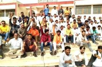 भाजपाइयों ने राज्यपाल के नाम दिया ज्ञापन, बोले राफेल मामले में माफी मांगें राहुल गांधी