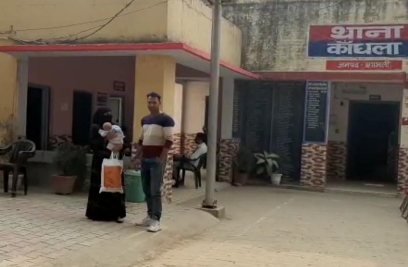 2 साल से फरार प्रेमी-प्रेमिका अचानक बच्चा लेकर पहुंचे थाने, इसके बाद जो हुआ- देखें वीडियो