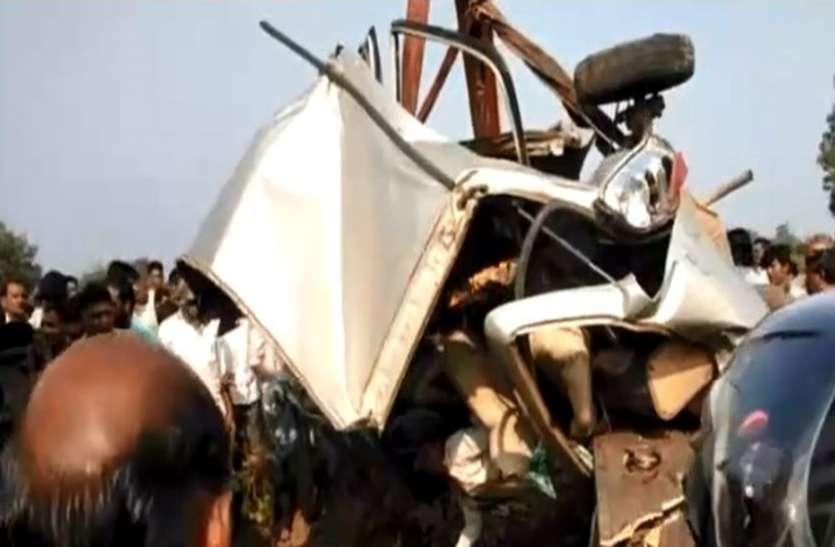 BREAKING : कार-ट्रॉले की टक्कर, शादी में जा रहे एक ही परिवार के 5 सदस्यों की मौत, मंजर देख कांप गए लोग -VIDEO